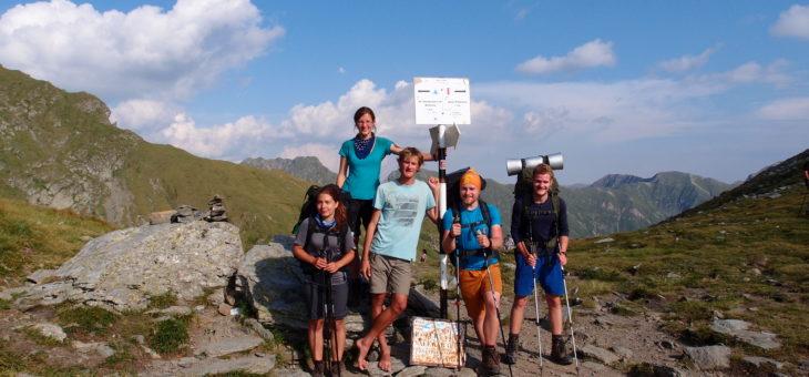 Skautští vůdci oddychují po táborech na rumunských horách